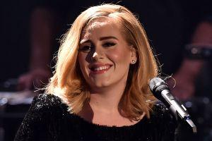 Adele reaparece después de su divorcio ¡con un cuerpo de impacto!