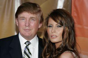 Mujer asegura que Trump la tomó de la vagina en una fiesta en la que estaba Melania