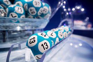 Gana millonario premio de lotería gracias a su exmarido