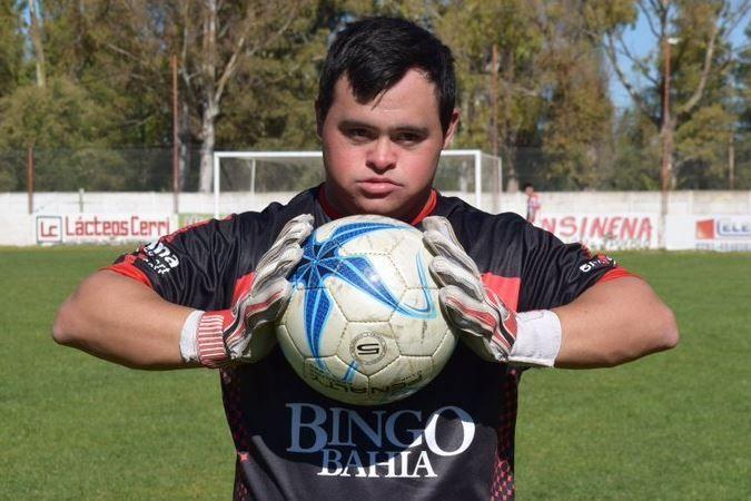 ¡Un crack! Giuliano Pambianco tiene Síndrome de Down y debutó en un partido oficial en Argentina