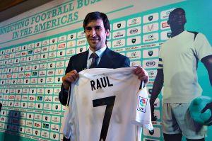"""Raúl González """"hace méritos"""" para dirigir al Real Madrid"""
