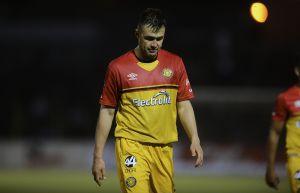 Exjugador de Chivas le parte la cara a futbolista en España