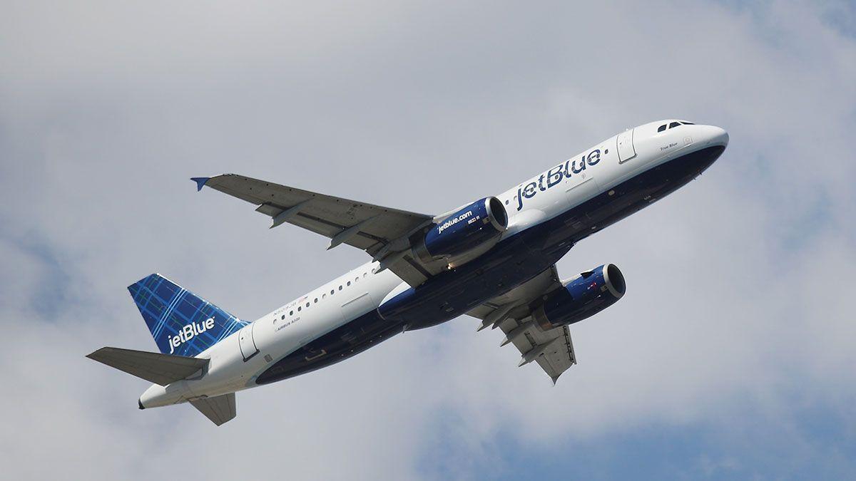 """JetBlue """"eliminará"""" asientos del medio en aviones como medida contra coronavirus"""