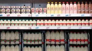 ¿Qué significan los diferentes colores de las tapas de los envases de leche?