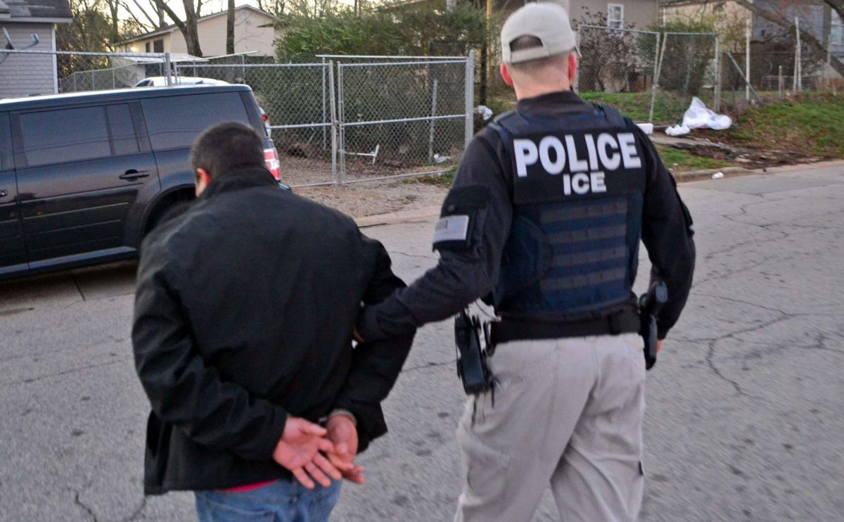 ICE puede poner en proceso de deportación a quienes hayan cometido delitos.