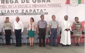 """Maestro confunde juramento a la bandera de México con el """"Padre Nuestro"""""""