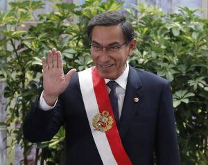 """Congreso destituyó al presidente peruano Vizcarra por """"incapacidad moral"""" cuando era gobernador"""