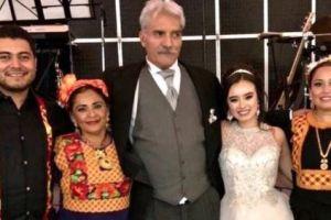 Causa polémica boda de Manuel Mireles, exlíder de autodefensas de Michoacán, con mujer 40 años menor