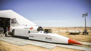 Imágenes del auto-cohete que piensa alcanzar las 1,000 mph en Sudáfrica
