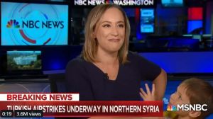Hijo pequeño de presentadora de NBC hace de las suyas en vivo y sin anunciarlo