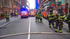 Explosión de alcantarilla dejó dos heridos y cerró el tráfico en Midtown West
