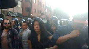 Intenta quemarle el rostro a periodista durante marcha del 2 de octubre