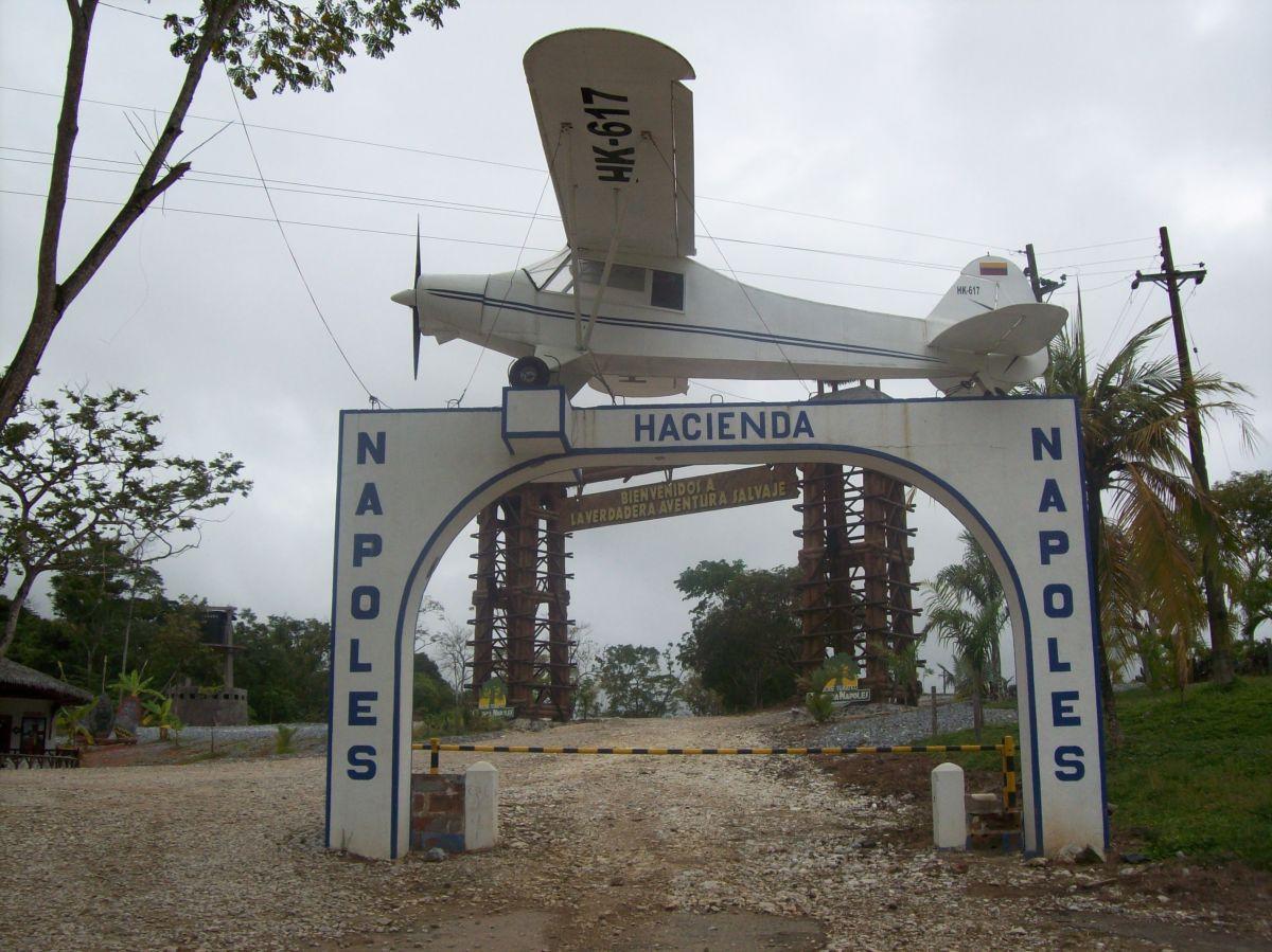 Narco español copia fachada de hacienda de Pablo Escobar en una de sus propiedades