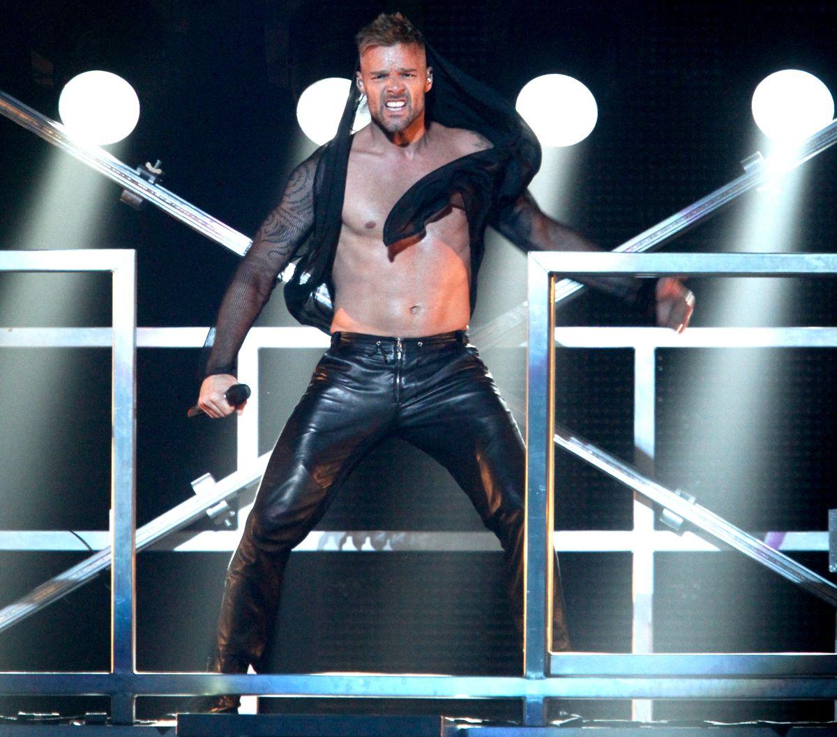 Acusan a madre argentina de fingir cáncer junto a su hijo menor para compartir con Ricky Martin