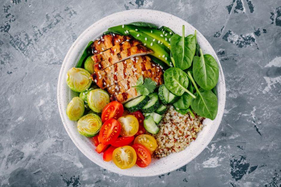 ¿Qué hora es óptima para cenar y favorecer la digestión?
