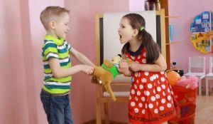 ¿Cómo podemos los padres solucionar conflictos entre hermanos?