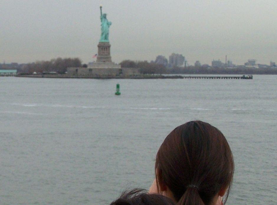 Alcaldía NYC declara nueva guerra a paseos fraudulentos a la Estatua de la Libertad tras estafa a Alec Baldwin