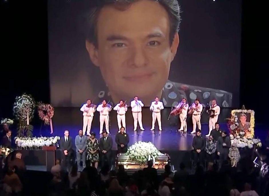 """Entre canto y dolor, México despide a José José, su """"Príncipe de la Canción"""""""