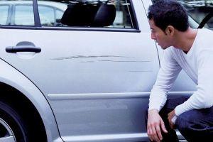 ¿Cómo eliminar rayones en tu auto con quitaesmalte de uñas?