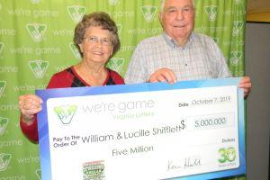 Este hombre no se dio cuenta de que ganó $5 millones con un raspadito de lotería