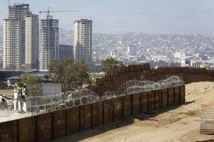 Administración Trump va expropiar las tierras que le impiden construir su muro