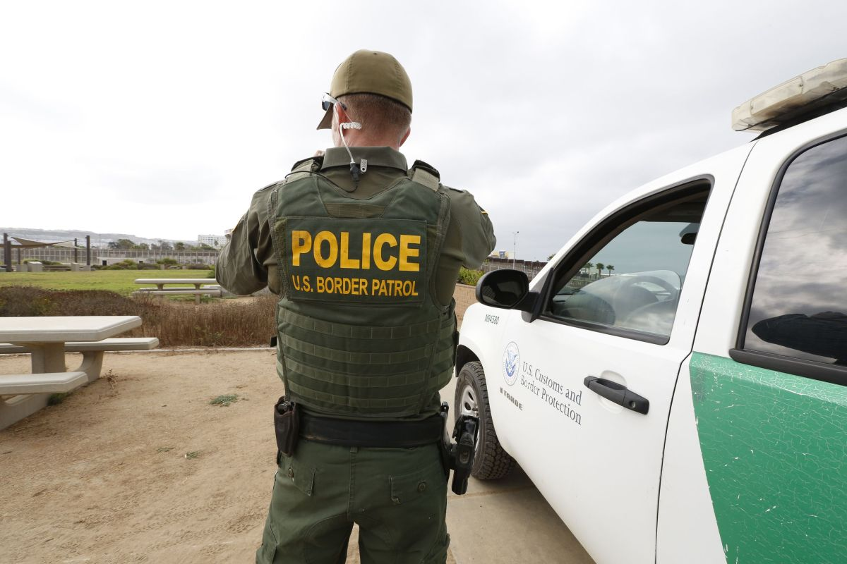 "USCIS niega ""green card"" a oficial de la Patrulla Fronteriza que descubrió que nació en México"