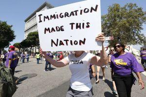 Argumentos del gobierno de Trump llevarían a 700,000 inmigrantes a la deportación