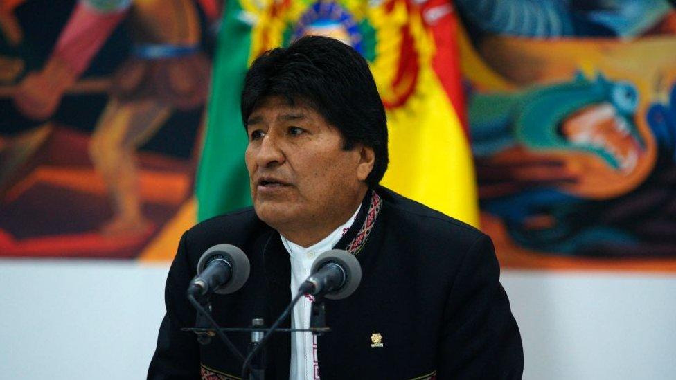 Bolivia: la foto de Evo Morales descansando en el piso que desató reacciones encontradas