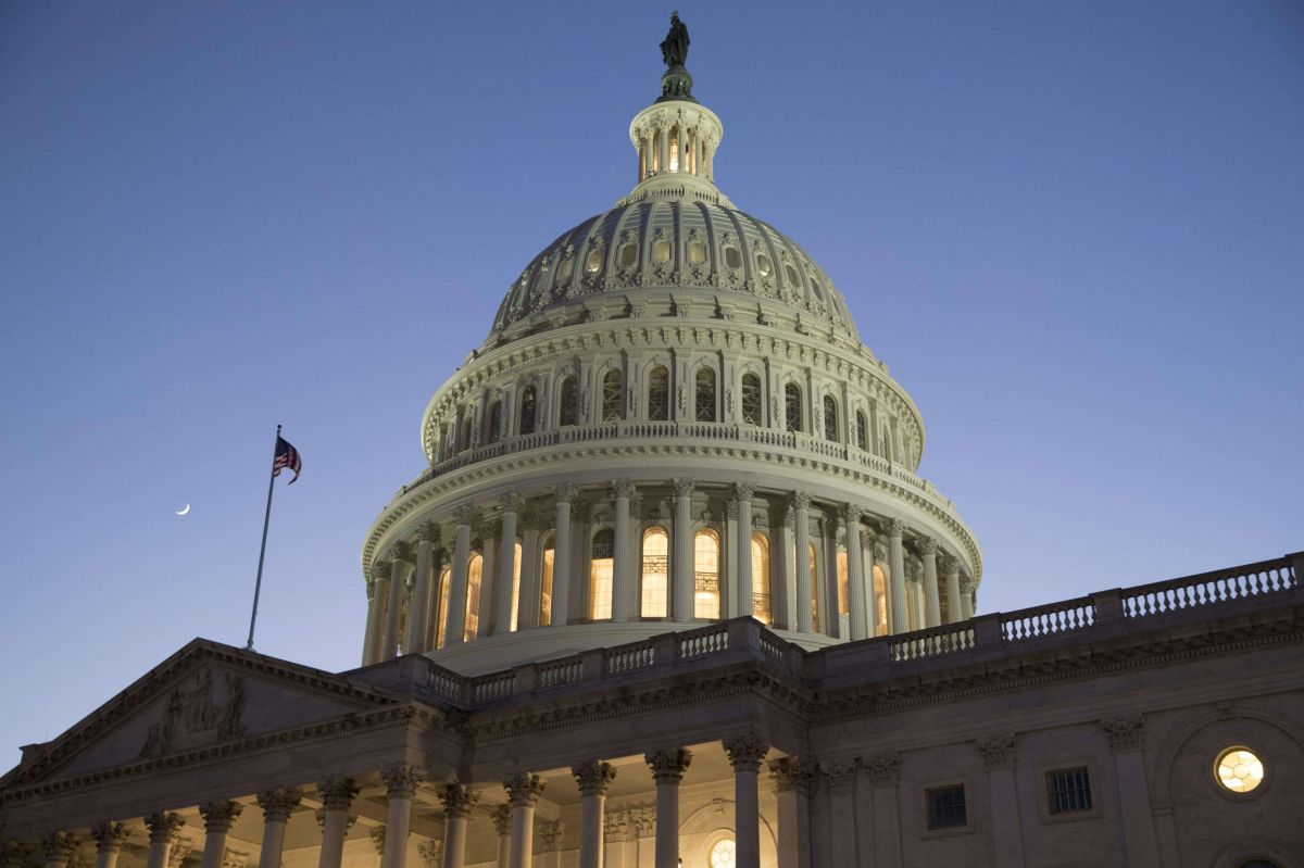 Senate approves funds to avoid federal government shutdown until next week