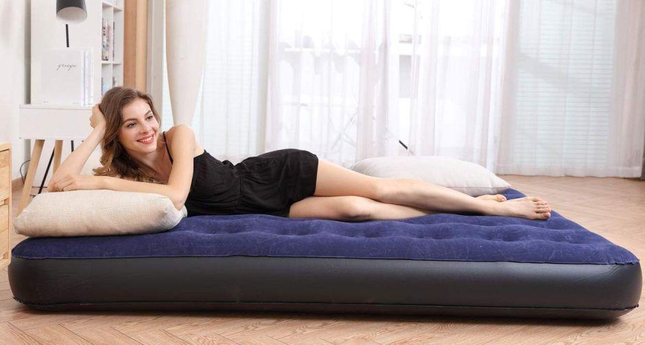 Los mejores mattresses inflables por menos de $50 para la visita que se quedará en tu casa esta navidad