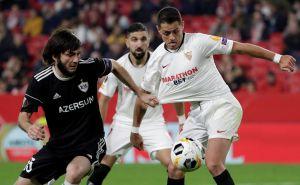 Dicen que jugó, pero 'Chicharito' ni se vio en el triunfo de Sevilla en la UEL
