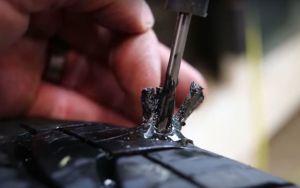 ¿Debes remover un tornillo o clavo de tu llanta?