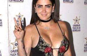 Celia Lora revela todos sus encantos con playera mojada