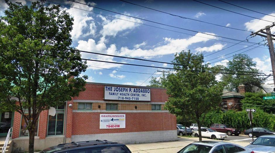 Consultas y medicinas con descuento para indocumentados ofrece un centro en Queens