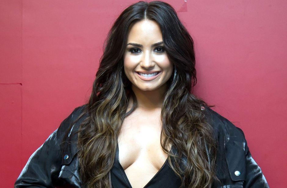 Foto: Demi Lovato presume su pancita de 'embarazo'