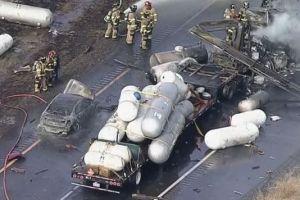 ÚLTIMA HORA: Aparatoso accidente en Denton: 3 muertos, varios heridos de gravedad, explosión y vehículos quemados