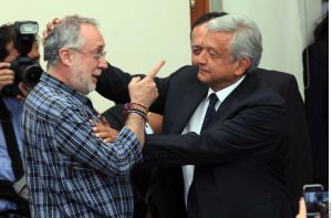 """""""No dejé que me diera un beso"""", dice AMLO sobre diferencias con Javier Sicilia"""