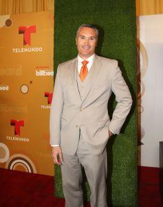 Presentador de Telemundo le gana la batalla al cáncer