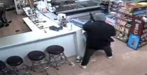 Texas: Captado en video robo violento en una carnicería de Houston que dijo a empleados y clientes aterrorizados