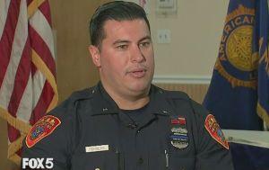 Latino joven ex militar de Nueva York es el primer policía doble amputado en EEUU