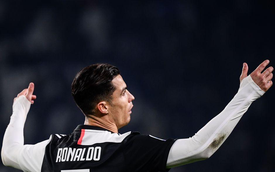¡Qué raro! Cristiano Ronaldo hizo berrinche tras salir de cambio
