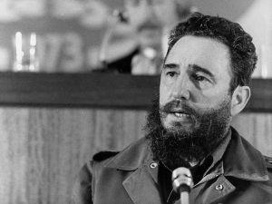 Alcalde de Miami declara persona non grata a Haila María Mompié, conocida cantante cubana, por amar a Fidel Castro