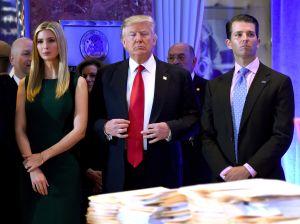Juez ordena a Trump pagar $2 millones de dólares por violaciones con su fundación
