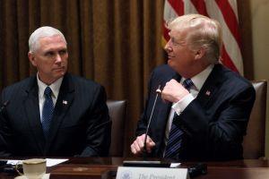 'Impeachment' hace que Trump arremeta contra la principal asesora de su propio vicepresidente