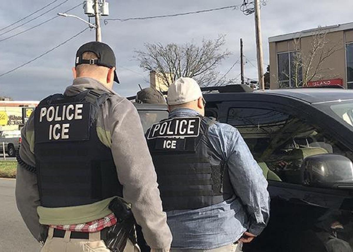 Activistas desconfían que Biden cambie ICE para reducir deportaciones
