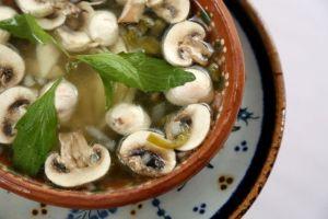 Recetas: Sopa mexicana de hongos y epazote, ideal para bajar de peso y aumentar las defensas
