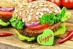 Por qué las mayores cadenas de fast food están obsesionadas con ofrecer menús veganos