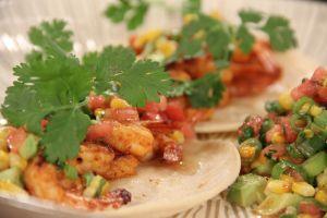 Para los taco lovers: Receta del Chef James de tacos de pescado con reina pepiada