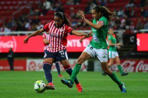 ¡Reprobable! Chofer americanista niega servicio a jugadora de Chivas
