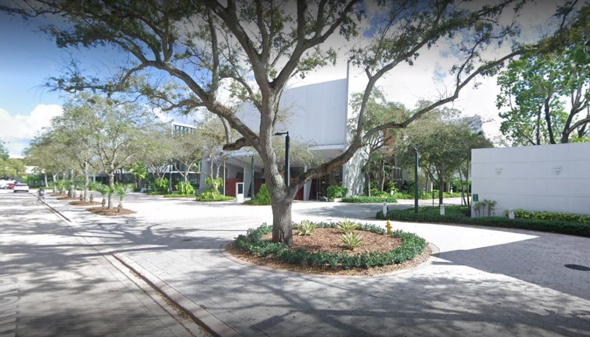 Artista murió al caerse antes de salir a escena en Miami